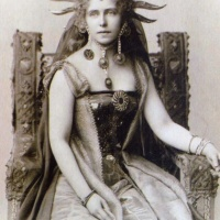 Queen Marie of Romania memorial statue erected in Ashford, Kent