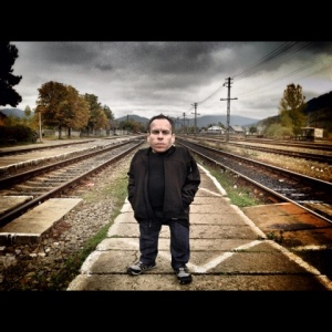 Warwick Davis and His Guests Discuss one of the Most Extraordinary Stories of Survival: The Seven Dwarves of Auschwitz