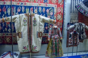 Essential Romania: Life and Crafts of Yesteryear