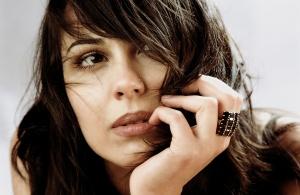 """Alexandrina, diva mistică a muzicii pop arthouse, va încânta publicul britanic cu piese de pe albumul """"Om de lut"""""""