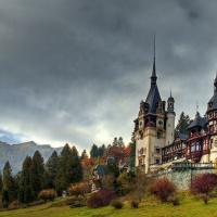 Maiestatea ca edificiu: arhitectură și ctitorii regale în România
