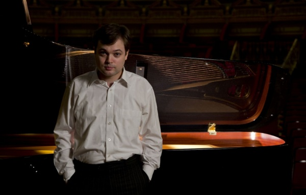 Pianist Andrei Licareț in the Enescu Concerts Series   ICR
