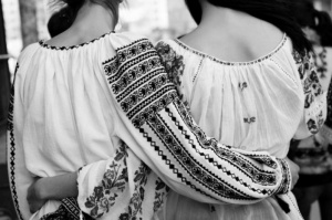 The Universal Day of the Romanian Blouse: Picnic in Hyde Park