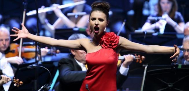 Dashing Valentina Naforniţa in Recital at EIF